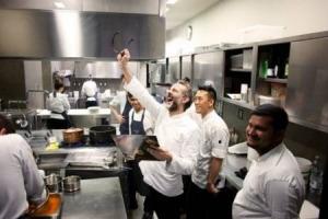 """La missione sociale di chef Massimo Bottura non si ferma: l'ultimo frutto del progetto """"Food For Soul"""" è il Refettorio Paris, che apre le porte domani nella capitale francese, per accogliere con un pasto caldo chi non ce la fa"""