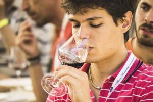 I Millennials saranno il futuro e spenderanno di più in vino, quando ne avranno la possibilità. Ma per ora il mercato dei fine wine, almeno in Usa, è ancora guidato da Gen X e Baby Boomers. A dirlo una ricerca della piattaforma e-commerce Wine Access