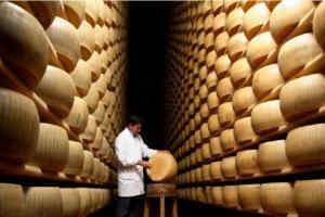 Parmigiano Reggiano è la Dop più premiata al mondo con 38 medaglie, tra oltre 3.000 formaggi da 30 Paesi diversi: il trionfo di un'eccellenza casearia italiana al World Cheese Award, l'annuale Oscar del formaggio di Londra