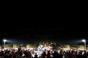 """Tutto pronto per """"Calici di Stelle"""", ma l'agenda è ricchissima di eventi: da """"Santa Cecilia in Musica"""" da Planeta all'Accademia Chigiana da Cecchi, da """"Benvenuto Brunello"""" a Courmayeur, alla Charity dinner a Castello di Ama e il Ferragosto da Vissani"""