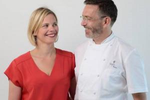 """Tanto desiderate quanto maledette: le stelle Michelin disegnano la costellazione degli chef mondiali, ma non tutti sanno reggerne il peso. Lo chef Sébastien Bras (Le Suquet) restituisce le tre stelle: """"continueremo a dare il massimo, senza pressioni"""""""