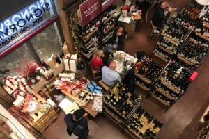 """Il vino, in Italia, tira ancora. Lo dimostra la crescita di Signorvino, l'""""enocatena"""" presente in 15 città che chiude il 2017 in crescita del 30%, punta alla Germania e lancia un Osservatorio per monitorare scelte, preferenze e trend dei wine lover"""