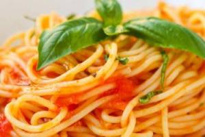 In pochi la saltano del tutto, in molti non la dedicano solo al cibo, ma sempre di più con un occhio alla salute e alla leggerezza: ecco la fotografia della pausa pranzo degli italiani, secondo la ricerca di Squadrati per Heineken