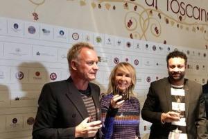 """""""La cosa che mi piace di più del vino è che mi rende felice. La cosa più bella di produrlo è vedere il sorriso che illumina il volto di chi lo beve"""". Così a WineNews il cantante-produttore Sting, che ha inaugurato a Firenze le """"Anteprime di Toscana"""""""