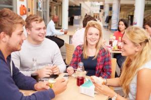 No al junk food, per l'87% degli studenti universitari italiani un'alimentazione sana è fondamentale, secondi solo ai cinesi: a dirlo un'indagine di Sodexo condotta su 4000 studenti tra Italia, Spagna, Stati Uniti, Cina, Regno Unito e India