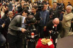 """75.000 euro per tre tartufi bianchi """"gemelli"""" da 850 grammi: il top lot dell'Asta Mondiale del Tartufo Bianco d'Alba, andato ad Hong Kong. 370.000 raccolti in totale. Stagione avara ma di qualità, con quotazioni a 6.000 euro al kg in tutta Italia"""