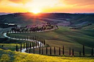 """Culla di grandi vini come il Brunello di Montalcino, e di realtà emergenti come la Doc Orcia, intreccio di paesaggi, arte e grande enogastronomia, la Val d'Orcia patrimonio Unesco è nelle """"Top 10 Wine Getaways of 2018"""" di """"Wine Enthusiast"""""""