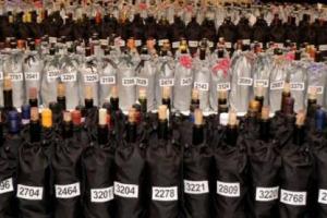 Cribis: il settore vitivinicolo in Italia rappresenta il lavoro sinergico di più di 470.000 imprese, di cui 66.000 dedite alla produzione di uva, 2.100 alla sola produzione di vino, 4.500 al commercio all'ingrosso e 400.000 al commercio al dettaglio