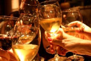 I primi buoni segnali per il vino italiano sui mercati del mondo nel 2018, l'attesa per il decreto Ocm, che il Ministero vorrebbe pubblicare entro Vinitaly, ma con tante incognite: le considerazioni di Silvana Ballotta, ceo di Business Strategies