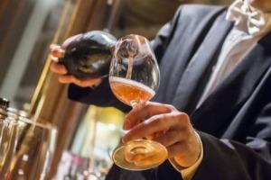 """Italia produttore n. 1 al mondo di spumanti, con 660 milioni di bottiglie (soprattutto Prosecco), superata dopo 20 anni la Germania. Così l'Osservatorio Vini Spumanti. Il Ministro Martina: """"avanti con protezione e promozione nel mondo"""""""