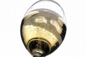 Osservatorio del Vino: nelle feste, nel Belpaese, salteranno 66 milioni di tappi di spumante tricolore, il 6% in più del 2016, e 174 milioni (+11%) voleranno all'estero. Nel 2017 i mercati di Gran Bretagna, Usa e Russia al top
