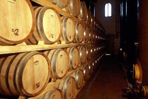 Diminuiscono le giacenze nelle cantine del Belpaese: -8% tra gennaio e marzo, a 56,8 milioni di ettolitri. Veneto al top per i vini, Puglia per mosti e prodotti in fermentazione. A dirlo l'Analisi sui dati del Sian dell'Informatore Agrario