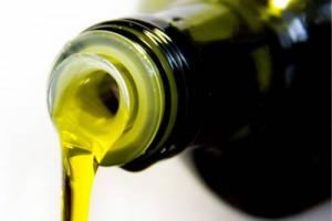 Ismea su dati Agea: olio di oliva, campagna 2016/2017 chiusa a 182.000 tonnellate, - 62% sulla precedente. Previsioni più abbondanti per la 2017/2018, che risentirà, comunque delle gelate primaverili e della siccità