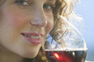 Altro che birra, il Regno Unito è un mercato a trazione enoica: terzo sbocco commerciale per l'Italia (763 milioni di euro a valore), i volumi toccano le 303 milioni di tonnellate. Corrono le bollicine del Prosecco, rallenta il vino fermo