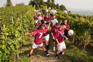 """Palla al centro, nelle Langhe i """"Barolo Boys in … fuorigioco"""" scendono in campo con Paolo Maldini"""