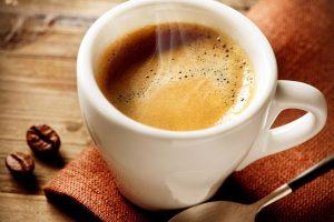 Gli italiani spendono per il caffè espresso 260 euro all'anno. Il 58% ne beve 1-2 tazzine al giorno