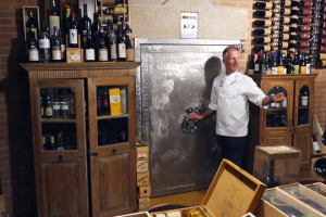70.000 bottiglie, tra grandi formati e vecchie annate del top del vino mondiale, dall'Italia alla Francia: alla scoperta di una delle cantine più importanti del Belpaese, quella del Ciau del Tornavento, ristorante stellato di Langa