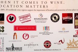 Una alleanza particolare con lo Champange, ma anche con altre 18 importanti denominazioni vinicole del mondo, per tutelare i marchi e valorizzare ancora di più il legame tra vino e territorio di origine, la via tracciata dal Chianti Classico