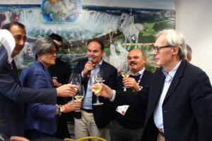 """Cibo e arte sono il vero """"unicum"""" dell'Italia: """"è quello che credo da sempre e che Oscar Farinetti ha capito"""". Così a WineNews Vittorio Sgarbi, che ha portato ed esposto a Expo per Eataly 350 opere d'arte italiana. Farinetti: """"un dono agli italiani"""""""