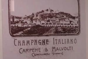 Oggi realtà di primo piano nel mondo, il Prosecco ha una prima firma storica, Antonio Carpenè, che nel 1868 ha fondato la Carpenè Malvolti, che oggi compie 150 anni. Tra riflessioni sul presente e sul futuro del più celebre spumante italiano