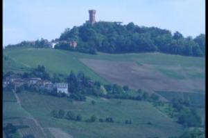 Castello di Cigognola, il passato e il presente di una delle più importanti cantine dell'Oltrepò Pavese, presente sul territorio da oltre 1.000 anni, e oggi di proprietà di Gian Marco e Letizia Moratti