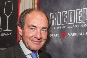 """Ad ogni vitigno il suo calice ad hoc: la filosofia che da sempre ispira il lavoro della celebre cristalleria austriaca Riedel. """"Non possiamo cambiare il vino, ma possiamo valorizzarlo, e gli appassionati lo capiscono"""". A WineNews George Riedel"""