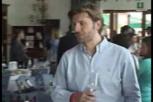 Sui mercati esteri il vino italiano continua a mettere in fila un successo dopo l'altro, ma è dentro i confini nazionali che la crisi dei consumi continua ad aggravarsi. Come invertire la rotta? Lo abbiamo chiesto, a Gusto Cortina, ai produttori