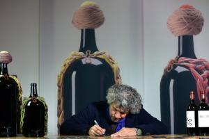 """""""L'Essenza"""" del vino, che è quella della vita, della natura, dell'uomo: ecco """"Ornellaia Vendemmia d'Artista"""" 2014, firmata dall'artista brasiliano Ernesto Neto. Un progetto che, all'edizione n. 9, ha donato ai musei del mondo oltre 1 milione di euro"""