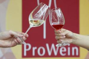 Il fondamentale mercato di Germania raccontato dai produttori italiani a Prowein: a WineNews le parole di Davide Mascalzoni (Gruppo Italiano Vini), Sergio Zingarelli (Rocca delle Macie), Maria Teresa Ceci (Ceci) e Ornella Venica (Venica)