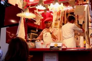 """Street food sempre più di tendenza nel segno della qualità a costi accessibili: un fenomeno in festa, celebrato da """"Artisti dello Street Food"""", evento ideato dallo chef tristellato Michelin del Da Vittorio di Brusaporto, Enrico Cerea"""