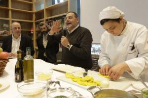 """Democratizzazione dell'alta cucina, piatto pronto d'autore, o semplicemente, andare incontro a chi vuol mangiare bene anche in tempio di crisi. Ecco""""Piccoli Lussi Quotidiani"""""""