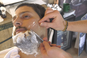 Vinitaly? Che barba... Ma non in senso lato, in senso letterale, perché tra una degustazione ed un convegno, non c'è niente di meglio che prendersi una breve pausa di piacere... Dal barbiere!