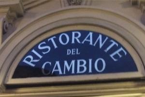 """Al ristorante """"Del Cambio"""" di Torino c'è ancora il tavolo dove pranzava Camillo Benso Conte di Cavour, nei giorni in cui si faceva l'Italia unita. Oggi lo guida Matteo Baronetto, allievo di Carlo Cracco e fresco della stella Michelin"""