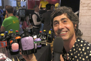 """""""The art of Lambrusco"""", perchè l'essenza di questo vino è colore e festa, da esprimere dipingendo le bottiglie senza etichetta, creandone una del tutto personale. Ecco """"To you paint"""", ultima idea della cantina emiliana Ceci"""
