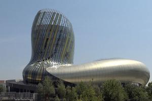 Architettura, interattività, cultura, viaggio nel tempo e nei sensi: dentro alla Citè du Vin di Bordeaux, insieme a WineNews. Con la guida di Veronique Lemoine (Fondation pour la Culture et Les Civilisations du Vin) e Philippe Massol, dg della Citè