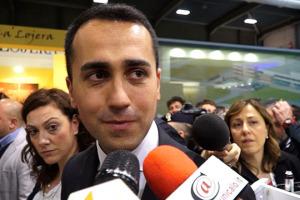 """""""I produttori di vino sono i veri ambasciatori dell'Italia nel mondo, e meritano grande attenzione anche da parte della politica. E poi il vino serve anche a distendere gli animi e dialogare"""". Così, da Vinitaly, il leader 5 Stelle, Luigi di Maio"""