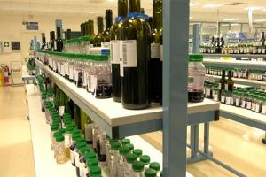 """Ci sono tanta scienza e tanti investimenti per la sicurezza del vino che ogni giorno finisce nei calici d'Italia e del mondo. Con WineNews tra i laboratori """"futuristici"""" di Isvea, tra le realtà di settore più importanti del Belpaese"""