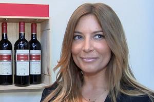 """""""Produttori di vino, il vostro lavoro è una cosa seria, ma siate meno seriosi!"""". Ecco il consiglio di Selvaggia Lucarelli, una delle più irriverenti firme del giornalismo italiano, portata a Vinitaly dalla cantina Campo alla Sughera"""