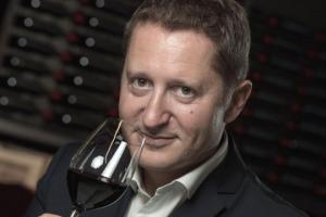 """""""Vinexpo non è una fiera del vino francese, ma internazionale, e collabora con il mondo, con player da ogni Paese, dal Gambero Rosso a Wine Spectator, a Bettane & Desseauve, ognuno ha il suo ruolo"""". A WineNews parla il dg Guillame Deglise"""