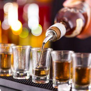 Oms: alzare le accise per ridurre i consumi di alcol del 10% entro il 2020. I casi Scozia e Francia