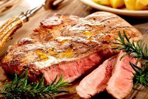 Contrordine: 2 vegani su 3 in Italia tornano alla carne, con i consumi a +5% nel 2018