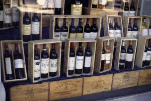"""Bordeaux, i wine merchant britannici """"condannano"""" la 2017: vendite in calo del 50%"""
