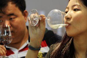Cina del vino, Alibaba pronto ad investire 288 milioni di dollari nel retailer 1919 (fonte Reuters)