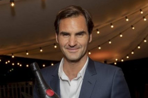 """Greatest since 1998"", lo Champagne Moët & Chandon celebra il super tennista Roger Federer"