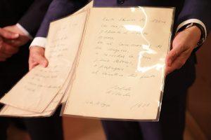 """Il manoscritto di """"Ode al Vino"""" di Pablo Neruda, tra i capolavori della letteratura spagnola"""