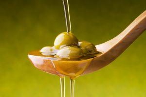 Difendere l'olio d'oliva italiano: maxi accordo di filiera tra Federolio, Unaprol, Fai e Coldiretti