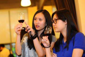 """In Cina cresce il vino """"straniero"""", ma non sfondano bio e spumanti: il report di Wine Intelligence"""