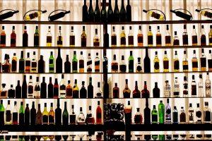 La contraffazione di vino (e spiriti) tocca anche l'Inghilterra: danni da 218 milioni di sterline