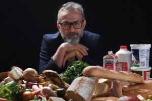 """Bottura raduna la ristorazione mondiale per """"Trasformare la Società attraverso la Gastronomia"""""""