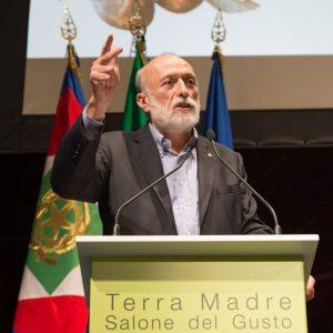 """Petrini: """"controcorrente all'Europa, Terra Madre Salone del Gusto accoglie i migranti a Torino"""""""